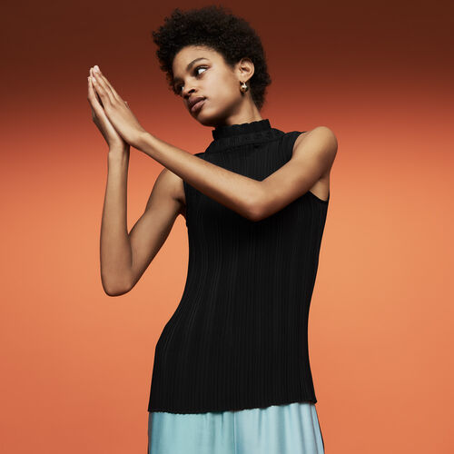 Sleeveless pleated top : See all color Black 210
