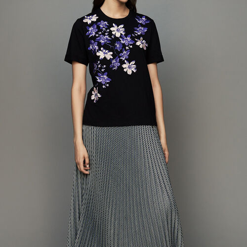 Cotton T-shirt with floral embroidery : T-Shirts color Black 210